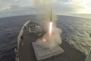 Spanish frigate Alvaro de Bazan (F-101) launches an ESSM missile to intercept a simulated enemy missile during the Formidable Shield 17 exercise. (Photo: U.S. Navy)